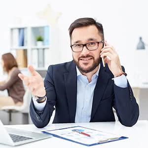 Gewerbehaftpflichtversicherung - Zufriedener Geschäftsführer