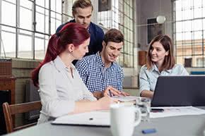 Gewerbliche Sachversicherung - Junges Team vergleicht Angebote