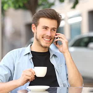 Gruppenunfallversicherung - zufriedener Geschäftsmann