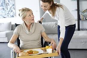 Berufshaftpflichtversicherung Betreuer – Betreuerin hilft im Haushalt