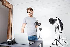 Berufshaftpflichtversicherung Fotograf – Fotograf im Studio