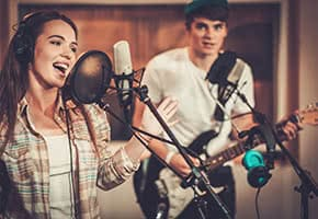 Berufshaftpflichtversicherung Musiker – Band im Studio