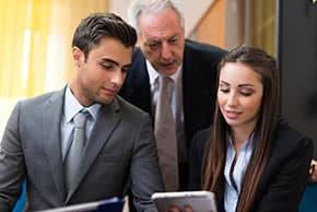 Berufshaftpflichtversicherung Rechtsanwalt – Rechtsanwälte bei der Arbeit
