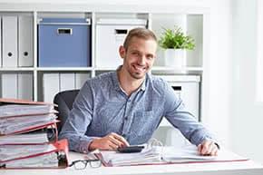 Berufshaftpflichtversicherung Steuerberater – Steuerberater bei der Prüfung