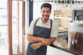 Betriebshaftpflichtversicherung Gaststätten – Zufriedener Gastätteninhaber
