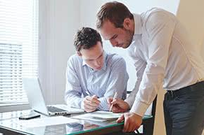 Betriebshaftpflichtversicherung Sachverständige – Experten analysieren Daten