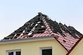 Wohngebäudeversicherung - Ausgebrannter Dachstuhl nach Blitzeinschlag