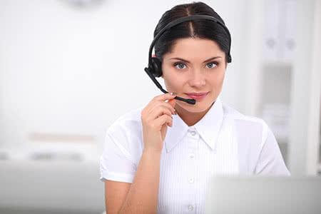 Cyber Risk Versicherung - Freundliche Ansprechpartnerin